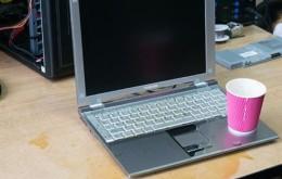 Залили ноутбук водой и он перестал включаться, что делать